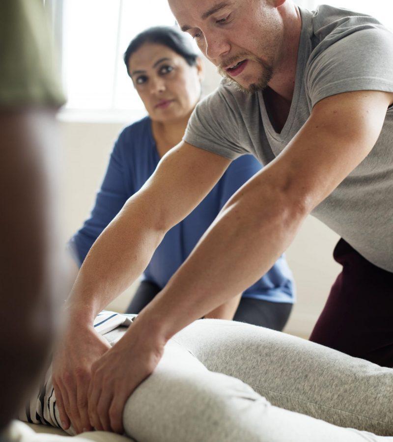 massage-therapy-group-training-class-min